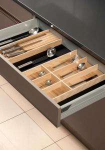 Nueva familia de cuberteros fabricados en madera de corazón de fresno Combi System.