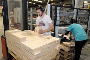 VARGAS fabrica cada año en torno al millón de cajas, empleando 5.000 metros cúbicos de madera.
