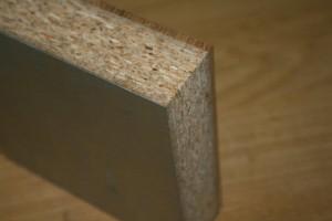 El suelo se eleva y es registrable y ha sido fabricado con 4mm. de madera natural de roble tratado con barnices de alta resistencia a la abrasión. Fotos Jesús Granada. Todos los derechos reservados.
