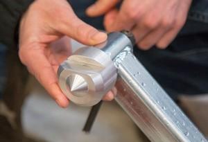 Este accesorio permite fijar trozas y tablas finas con mayor precisión.